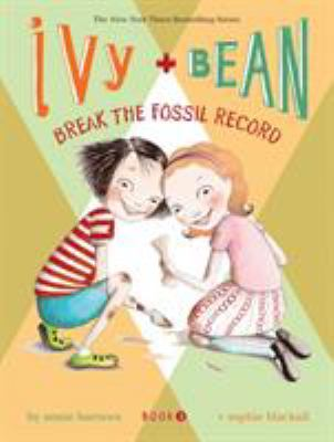 Cover image for Ivy and Bean break the fossil record