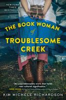 Cover image for The book woman of Troublesome Creek [kit (large print and regular print)] / Kim Michele Richardson.