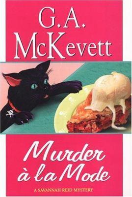 Cover image for Murder à la mode : a Savannah Reid mystery / G.A. McKevett.